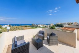 Патио. Кипр, Пернера Тринити : Прекрасная вилла с 3-мя спальнями, 2-мя ванными комнатами, бассейном, солнечным двориком с патио и невероятной террасой на крыше с lounge-зоной и панорамным видом на Средиземное море