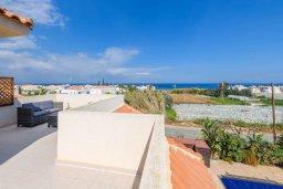 Балкон. Кипр, Пернера Тринити : Прекрасная вилла с 3-мя спальнями, 2-мя ванными комнатами, бассейном, солнечным двориком с патио и невероятной террасой на крыше с lounge-зоной и панорамным видом на Средиземное море