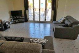Гостиная. Кипр, Пафос город : Прекрасная вилла с бассейном и приватным двориком, 3 спальни, 2 ванные комнаты, парковка, Wi-Fi