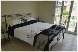 Спальня. Кипр, Пафос город : Прекрасная вилла с бассейном и приватным двориком, 3 спальни, 2 ванные комнаты, парковка, Wi-Fi