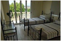 Спальня 2. Кипр, Пафос город : Прекрасная вилла с бассейном и приватным двориком, 3 спальни, 2 ванные комнаты, парковка, Wi-Fi