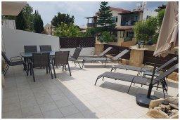 Терраса. Кипр, Пафос город : Прекрасная вилла с бассейном и приватным двориком, 3 спальни, 2 ванные комнаты, парковка, Wi-Fi