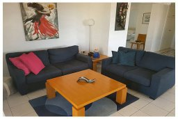 Гостиная. Кипр, Пафос город : Пентхаус в комплексе с бассейном, с гостиной, тремя спальнями, двумя ванными комнатами и двумя балконами