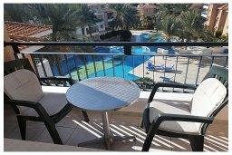 Балкон. Кипр, Пафос город : Пентхаус в комплексе с бассейном, с гостиной, тремя спальнями, двумя ванными комнатами и двумя балконами