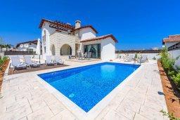 Фасад дома. Кипр, Ионион - Айя Текла : Потрясающая вилла с 3-мя спальнями, с бассейном, просторной верандой с патио, солнечной террасой lounge-зоной и барбекю, расположена всего в нескольких шагах от красивой гавани Potamos