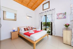 Спальня. Кипр, Ионион - Айя Текла : Великолепная вилла с видом на Средиземное море, с 3-мя спальнями, 2-мя ванными комнатами, с бассейном, просторной верандой с патио, lounge-зоной и барбекю, расположена всего в нескольких шагах от красивой гавани Potamos