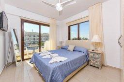 Спальня. Кипр, Нисси Бич : Современный апартамент с гостиной, тремя спальнями, двумя ванными комнатами и балконом, расположен в самом престижном районе Айя-Напы в 300 метрах от пляжа