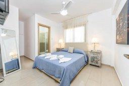 Спальня 2. Кипр, Нисси Бич : Современный апартамент с гостиной, тремя спальнями, двумя ванными комнатами и балконом, расположен в самом престижном районе Айя-Напы в 300 метрах от пляжа