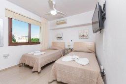Спальня 3. Кипр, Нисси Бич : Современный апартамент с гостиной, тремя спальнями, двумя ванными комнатами и балконом, расположен в самом престижном районе Айя-Напы в 300 метрах от пляжа