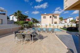 Территория. Кипр, Ионион - Айя Текла : Потрясающая вилла с 3-мя спальнями, 2-мя ванными комнатами, с бассейном, солнечной террасой с патио и барбекю, расположена  в тихом районе Ayia Thekla недалеко от пляжа