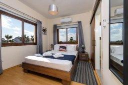 Спальня 2. Кипр, Ионион - Айя Текла : Потрясающая вилла с 3-мя спальнями, 2-мя ванными комнатами, с бассейном, солнечной террасой с патио и барбекю, расположена  в тихом районе Ayia Thekla недалеко от пляжа