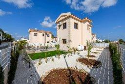 Фасад дома. Кипр, Ионион - Айя Текла : Потрясающая вилла с 3-мя спальнями, 2-мя ванными комнатами, с бассейном, солнечной террасой с патио и барбекю, расположена  в тихом районе Ayia Thekla недалеко от пляжа