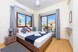 Спальня. Кипр, Ионион - Айя Текла : Прекрасная вилла с 3-мя спальнями, 2-мя ванными комнатами, с бассейном, тенистой террасой с патио и барбекю, расположена  в тихом районе Ayia Thekla недалеко от пляжа