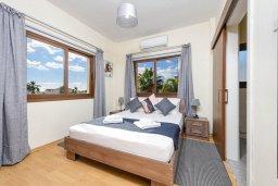 Спальня 2. Кипр, Ионион - Айя Текла : Прекрасная вилла с 3-мя спальнями, 2-мя ванными комнатами, с бассейном, тенистой террасой с патио и барбекю, расположена  в тихом районе Ayia Thekla недалеко от пляжа