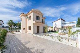 Фасад дома. Кипр, Ионион - Айя Текла : Прекрасная вилла с 3-мя спальнями, 2-мя ванными комнатами, с бассейном, тенистой террасой с патио и барбекю, расположена  в тихом районе Ayia Thekla недалеко от пляжа