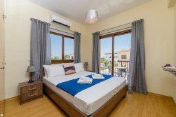 Спальня. Кипр, Ионион - Айя Текла : Очаровательная вилла с 3-мя спальнями, 2-мя ванными комнатами, с бассейном, тенистой террасой с патио и барбекю, расположена в тихом районе Ayia Thekla недалеко от пляжа
