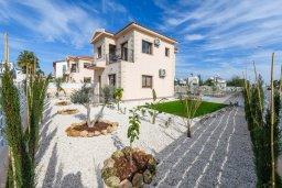 Фасад дома. Кипр, Ионион - Айя Текла : Потрясающая вилла с 3-мя спальнями, 2-мя ванными комнатами, с бассейном, зелёным двориком с патио, lounge-зоной и барбекю, расположена в тихом районе Ayia Thekla недалеко от пляжа