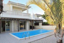 Фасад дома. Кипр, Декелия - Ороклини : Современная вилла с бассейном в закрытом и престижном комплексе Larnaca Bay, 100 метров до песчаного пляжа, 4 спальни, 3 ванные комнаты, кухня и гостиная, парковка, Wi-Fi