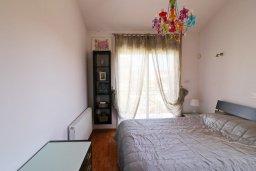 Спальня. Кипр, Айос Тихонас Лимассол : Уютный дом с бассейном и приватным двориком, 4 спальни, 3 ванные комнаты, парковка, Wi-Fi