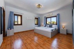 Спальня 2. Кипр, Центр Айя Напы : Прекрасная вилла с 4-мя спальнями, 2-мя ванными комнатами, с бассейном, солнечной террасой с патио и барбекю, расположена недалеко от центра курорта Ayia Napa