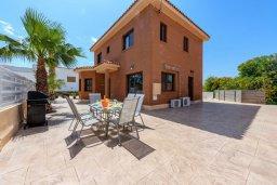 Фасад дома. Кипр, Центр Айя Напы : Прекрасная вилла с 4-мя спальнями, 2-мя ванными комнатами, с бассейном, солнечной террасой с патио и барбекю, расположена недалеко от центра курорта Ayia Napa