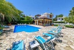 Фасад дома. Кипр, Санрайз Протарас : Великолепная вилла с 3-мя спальнями, 2-мя ванными комнатами, большим бассейном, в окружении зелёного сада, с тенистой террасой с патио и барбекю, расположена на холме Profitis Elias Hill