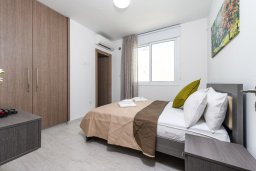Спальня 2. Кипр, Каво Марис Протарас : Современная вилла с 3-мя спальнями, бассейном, уютным двориком с патио барбекю, меблированной террасой на крыше, расположена недалеко от пляжей Konnos Beach и Fig Tree Bay