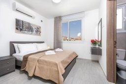 Спальня. Кипр, Каво Марис Протарас : Современная вилла с 3-мя спальнями, бассейном, уютным двориком с патио барбекю, меблированной террасой на крыше, расположена недалеко от пляжей Konnos Beach и Fig Tree Bay