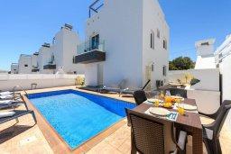 Фасад дома. Кипр, Нисси Бич : Современная вилла с 3-мя спальнями, бассейном, солнечной террасой с патио, барбекю и садом на крыше