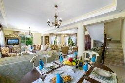 Обеденная зона. Кипр, Декелия - Ороклини : Потрясающая вилла с видом на Средиземное море, с 4-мя спальнями, 3-мя ванными комнатами, с бассейном, солнечной террасой с патио и барбекю, расположена рядом с пляжем Yanathes Beach