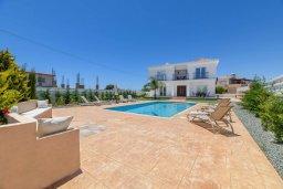 Фасад дома. Кипр, Центр Айя Напы : Прекрасная вилла с 4-мя спальнями, 4-мя ванными комнатами, с бассейном, солнечной террасой с патио и барбекю, расположена недалеко от центра курорта Ayia Napa