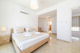 Спальня 2. Кипр, Центр Айя Напы : Прекрасная вилла с 4-мя спальнями, 4-мя ванными комнатами, с бассейном, солнечной террасой с патио и барбекю, расположена недалеко от центра курорта Ayia Napa