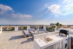 Терраса. Кипр, Коннос Бэй : Роскошная вилла в греческом стиле с невероятным видом на Средиземное море, с 5-ю спальнями, 5-ю ванными комнатами, с бассейном, ландшафтным садом, lounge-зоной и с потрясающей террасой на крыше, расположена на мысе Cape Greco