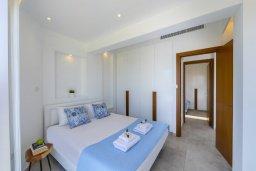 Спальня. Кипр, Ларнака город : Современный апартамент в 20 метрах от пляжа, с гостиной, двумя спальнями и балконом с потрясающим видом на Средиземное море