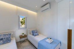 Спальня 2. Кипр, Ларнака город : Современный апартамент в 20 метрах от пляжа, с гостиной, двумя спальнями и балконом с потрясающим видом на Средиземное море