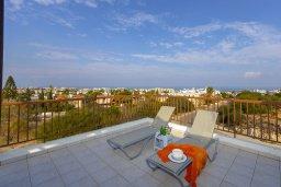 Балкон. Кипр, Санрайз Протарас : Современный апартамент с захватывающим видом на море и окрестности Протараса, с гостиной, двумя спальнями и большим балконом, расположен в тихом популярном районе Profitis Elias Hill