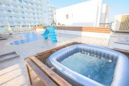 Развлечения и отдых на вилле. Кипр, Санрайз Протарас : Шикарная вилла с видом на Средиземное море, с 5-ю спальнями, с бассейном, джакузи, сауной, тенистой террасой с патио, барбекю и уличным баром, расположена около пляжа Fig Tree Bay