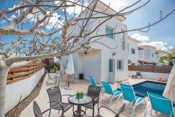 Фасад дома. Кипр, Пернера Тринити : Прекрасная вилла с бассейном и двориком с барбекю, 2 спальни, парковка, Wi-Fi
