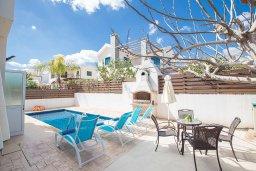 Зона отдыха у бассейна. Кипр, Пернера Тринити : Прекрасная вилла с бассейном и двориком с барбекю, 2 спальни, парковка, Wi-Fi