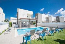 Фасад дома. Кипр, Фиг Три Бэй Протарас : Современная вилла с 4-мя спальнями, с бассейном, тенистой террасой с патио и барбекю, расположена недалеко от залива Fig Tree Bay