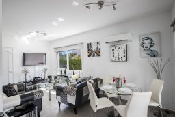 Гостиная. Кипр, Фиг Три Бэй Протарас : Современная вилла с 4-мя спальнями, с бассейном, тенистой террасой с патио и барбекю, расположена недалеко от залива Fig Tree Bay