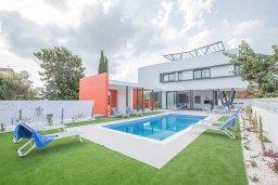 Фасад дома. Кипр, Санрайз Протарас : Роскошная вилла с бассейном и зеленым двориком с барбекю, 3 спальни, 3 ванные комнаты, парковка, Wi-Fi