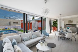 Гостиная. Кипр, Санрайз Протарас : Роскошная вилла с бассейном и зеленым двориком с барбекю, 3 спальни, 3 ванные комнаты, парковка, Wi-Fi