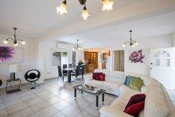 Гостиная. Кипр, Санрайз Протарас : Прекрасная вилла с бассейном и двориком с барбекю, 3 спальни, парковка, Wi-Fi