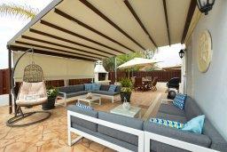 Патио. Кипр, Нисси Бич : Великолепная вилла с бассейном и двориком с барбекю, 4 спальни, 3 ванные комнаты, парковка, Wi-Fi