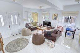 Гостиная. Кипр, Нисси Бич : Великолепная вилла с бассейном и двориком с барбекю, 4 спальни, 3 ванные комнаты, парковка, Wi-Fi