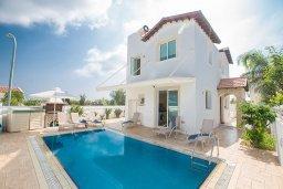 Фасад дома. Кипр, Пернера : Превосходная вилла с бассейном и приватным двориком с барбекю, 3 спальни, 2 ванные комнаты, парковка, Wi-Fi