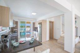 Кухня. Кипр, Пернера : Превосходная вилла с бассейном и приватным двориком с барбекю, 3 спальни, 2 ванные комнаты, парковка, Wi-Fi