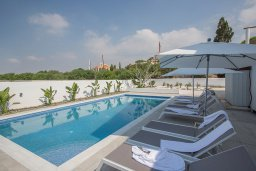 Бассейн. Кипр, Аммос - Лимнария Бич : Великолепная вилла с видом на Средиземное море, с 4-мя спальнями, с бассейном, тенистой террасой с патио и каменным барбекю, расположена в 450 метрах от пляжа Glyki Nero Beach