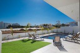 Территория. Кипр, Санрайз Протарас : Современная вилла с 5-ю спальнями, 4-мя ванными комнатами, с бассейном,и приватным двориком с тенистой террасой с патио и барбекю, расположена недалеко от пляжа Sunrise Beach